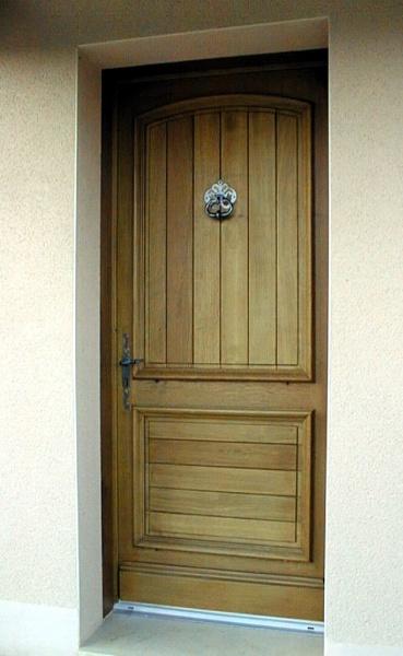 peindre une porte d entree en bois maison design mail. Black Bedroom Furniture Sets. Home Design Ideas